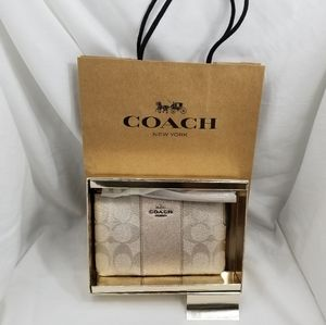 Coach wristlet gold signature